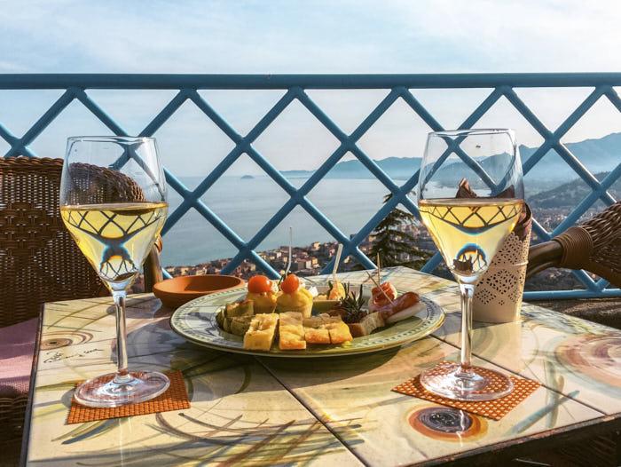 Dove fare aperitivo in Liguria Il Cappero Borgio verezzi Liguria Passione Passaporto