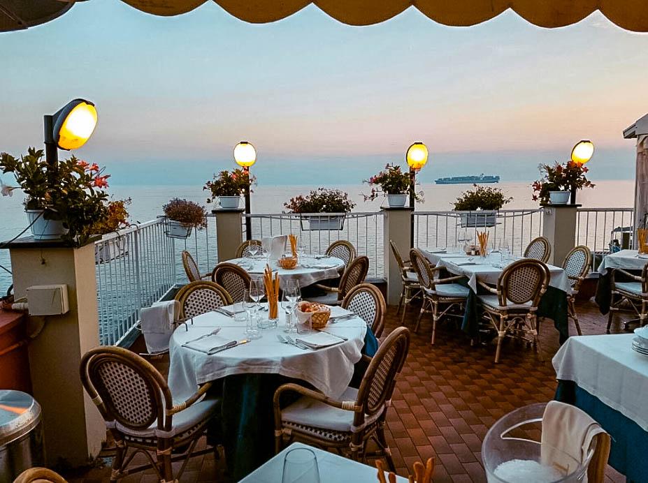 Dove mangiare a Genova vista mare Ristorante La piedigrotta da Carmine e Antonio Italia Genova Quinto al mare Passione Passaporto