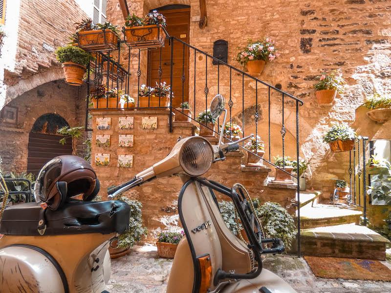 Cosa vedere in Umbria cosa vedere a spello città dei fiori umbria italia passione passaporto