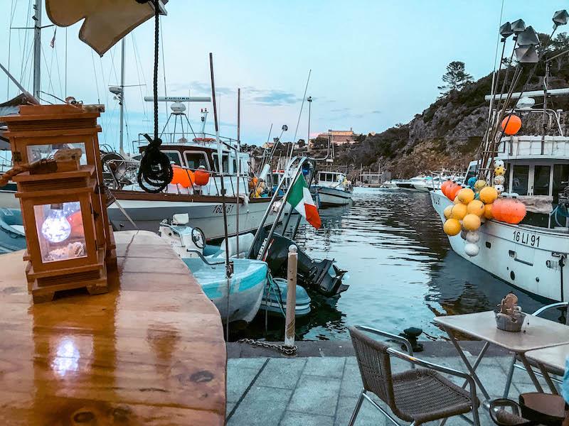 Dove mangiare a Capraia Aperitivo a Capraia Il Pescianel Capraia Isola di Capraia Toscana Italia Passione Passaporto