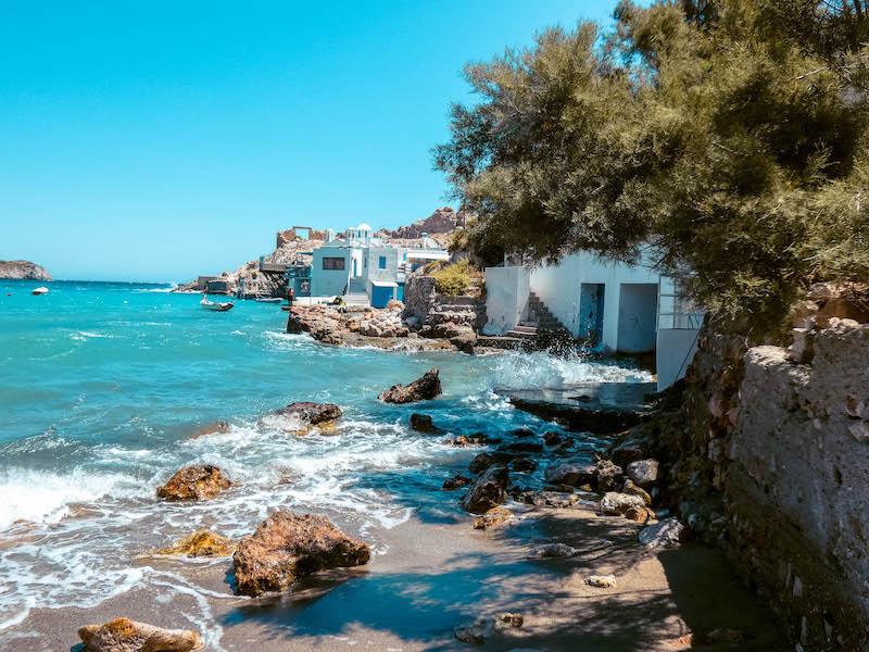 Firopotamos Milos Syrmata villaggio dei pescatori grecia Passione Passaport