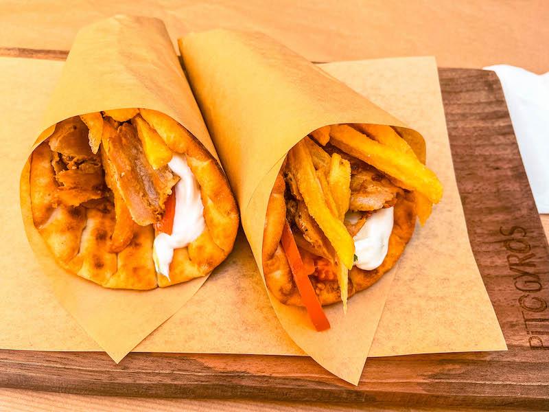 Dove mangiare a Oia Pytogyros Dove mangiare a Santorini economico Grecia Passione Passaporto