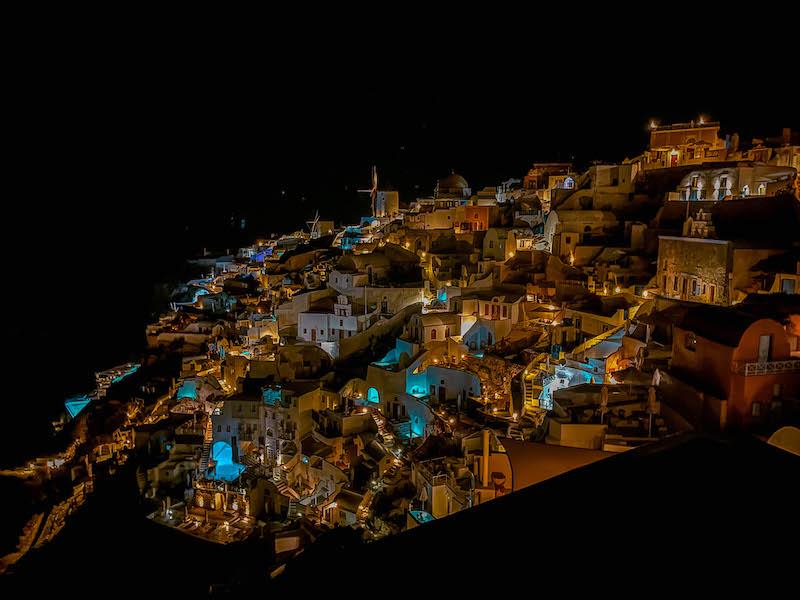 Oia By night Caldera viewCosa vedere a Oia Guida Oia Tramonto Oia Tramonto Santorini Grecia Passione Passaporto