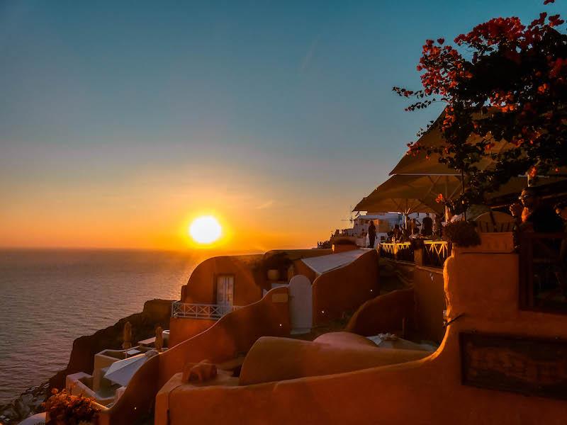 Tramonto Oia Dove vedere tramonto Oia Cosa vedere Oia castello Oia Santorini Grecia Passione Passaporto